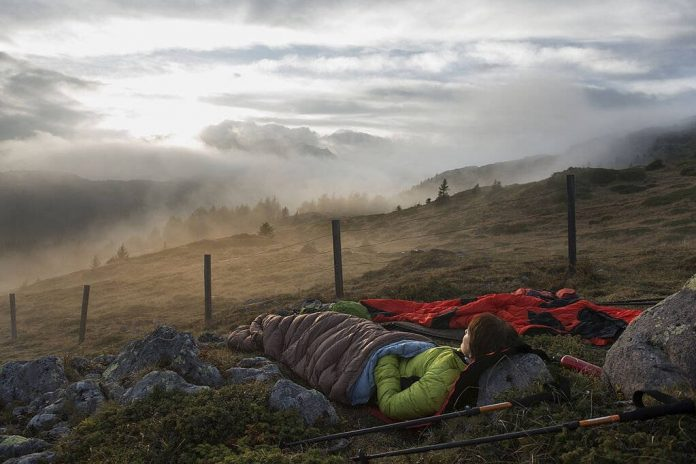 how to sleep outside without a tent