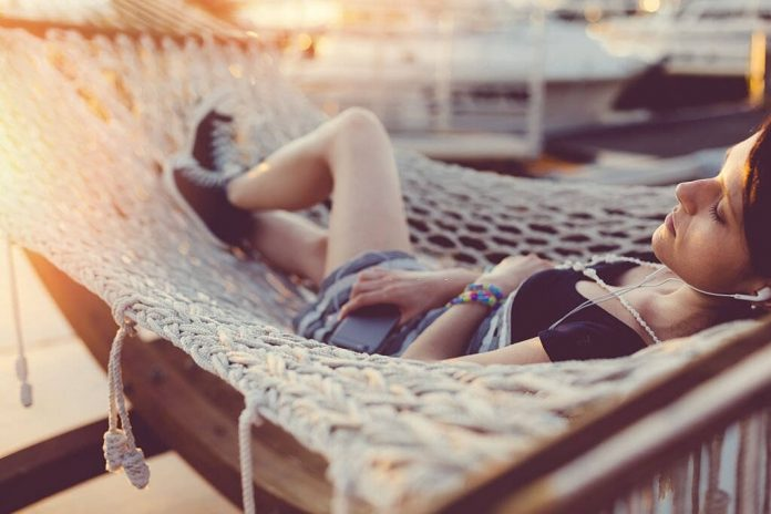 is sleeping in a hammock bad for your back