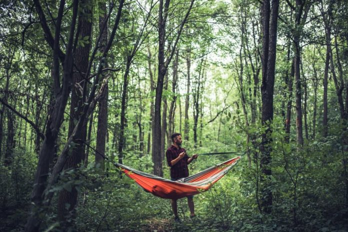 how to set up a hammock without trees