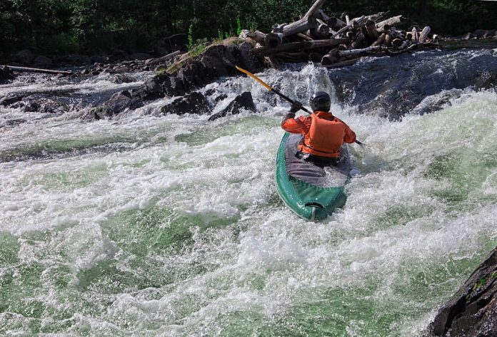 how to read a river for kayaking