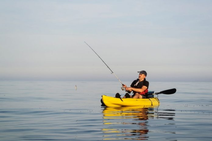 how to choose a kayak for fishing and entertainment