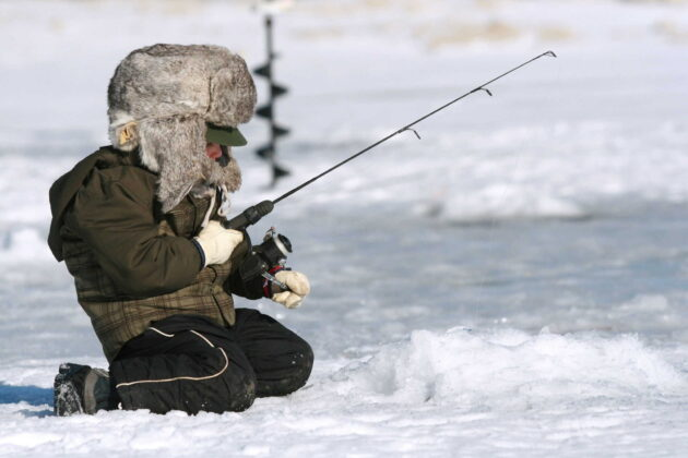 shallow water ice fishing for crappie