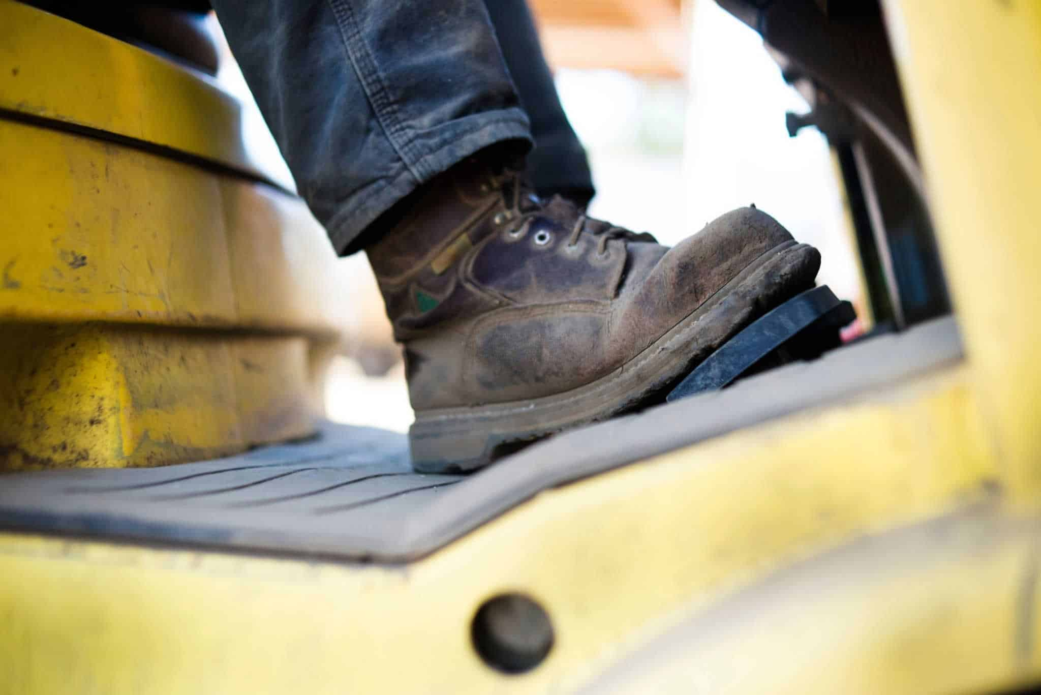 how to tell if work boots fit right
