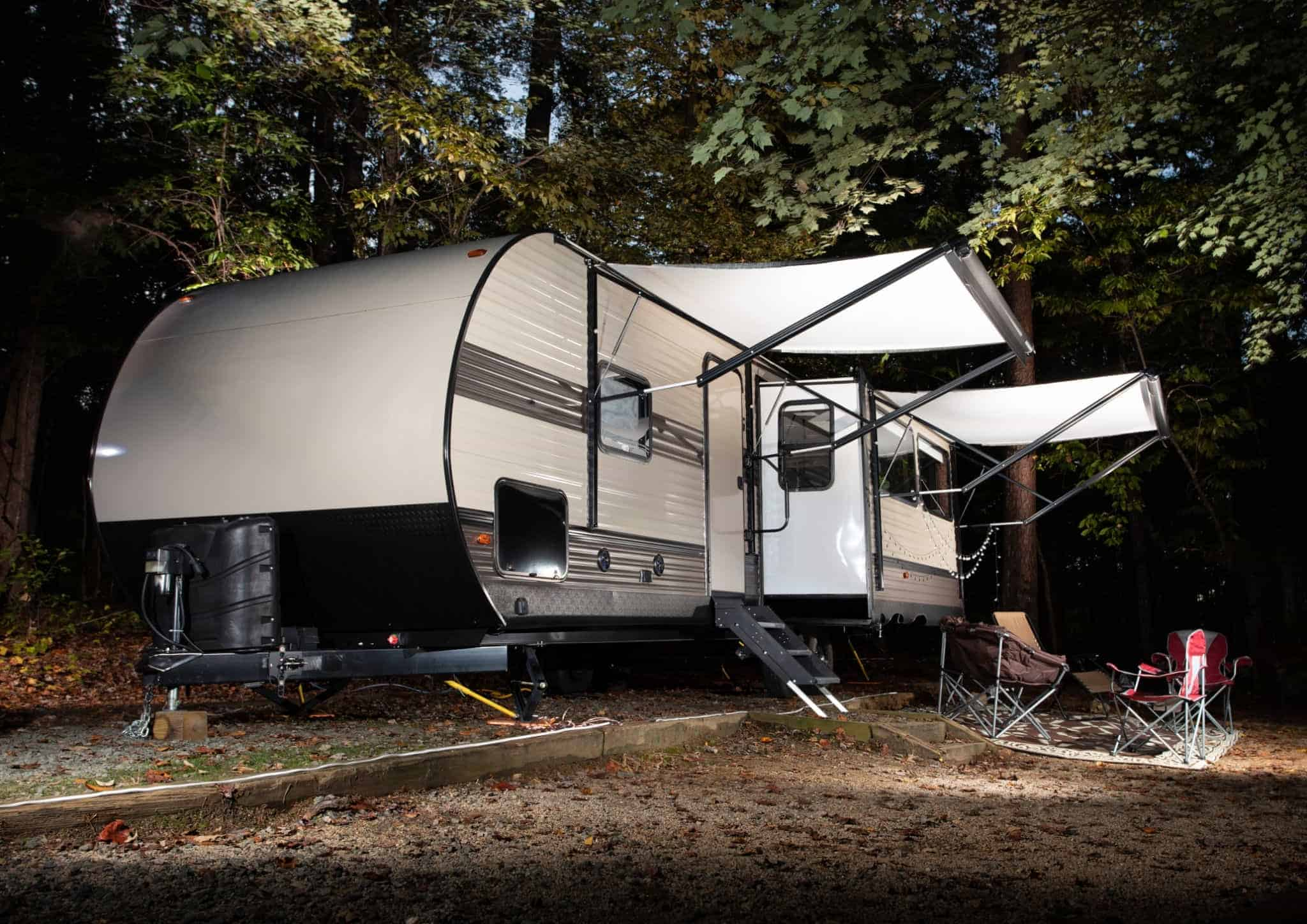 what happens to an rv awning during high winds